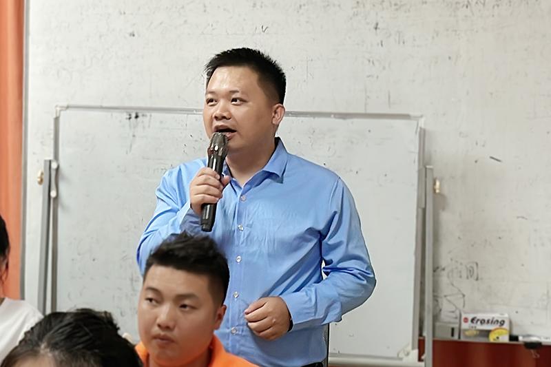 业务部吴钟亮